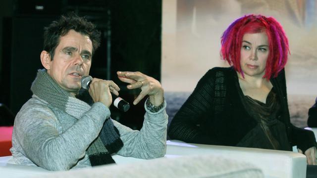 """Les réalisateurs allemand et américain Tom Tykwer et Lana Wachowski lors de la promotion de leur film """"Cloud Atlas"""", à Pékin le 21 janvier 2013 [Str / AFP/Archives]"""