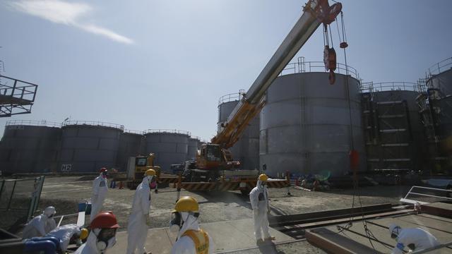 Des ouvriers munis de protection travaillent sur le site de la centrale nucléaire de Fukushima, le 6 mars 2013 [Issei Kato / Pool/AFP/Archives]
