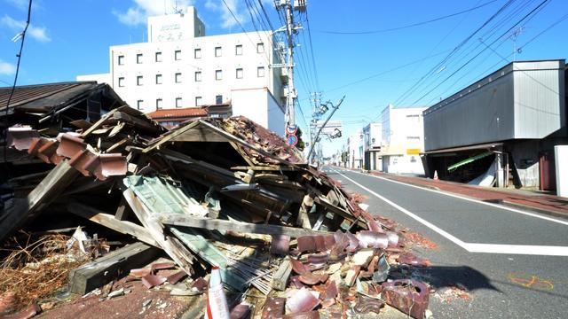 Une rue de Namie, où les dégâts causés par le tremblement de terre et le tsunami de mars 2011 restent visibles deux ans après, le 11 mars 2013 [Yoshikazu Tsuno / AFP/Archives]