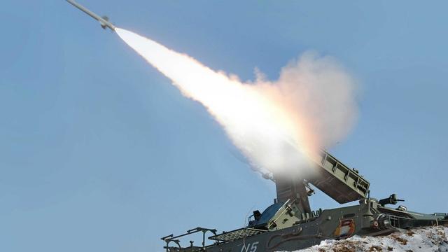 Photo transmise le 20 mars 2013 par l'agence nord-coréenne, KCNA, montrant le lancement d'un missile sol-air [Kns / KCNA/AFP/Archives]