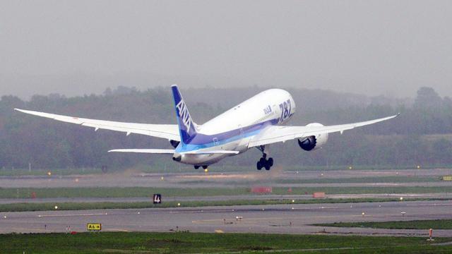 Un Boeing 787 Dreamliner décolle de l'aéroport de Hokkaido, au Japon, le 26 mai 2013 [ / Jiji Press/AFP/Archives]