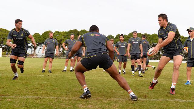 Le deuxième ligne James Horwill (avec le ballon) à l'entraînement avec l'équipe d'Australie de rugby le 6 juin 2013 à Sydney [William West / AFP/Archives]