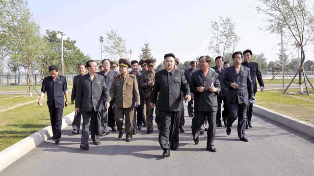Photo fournie par l'agence officielle nord-coréenne le 10 juin 2013 montrant Kim Jong-Un visitant un centre de formation de Pyongyang [Kns / KCNA via KNS/AFP/Archives]