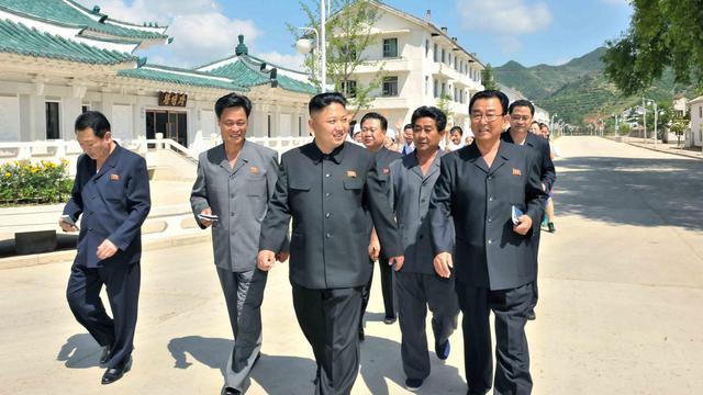 Le leader nord-coréen Kim Jong-Un, le 13 juin 2013 à Changsong, en Corée du Nord [Kns / KCNA VIA KNS/AFP]