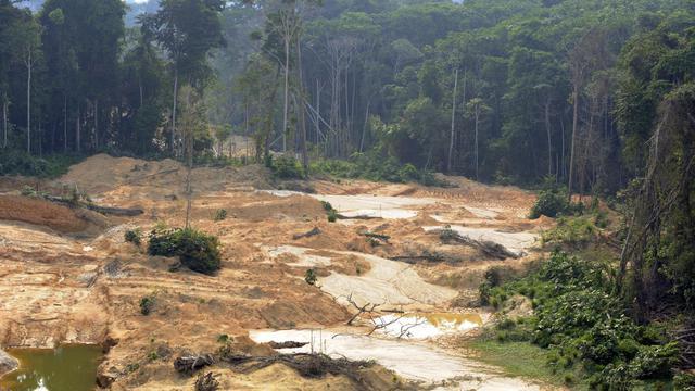 Une zone d'exploitation illégale de l'or, dans la forêt nationale Jamanxim, au nord du Brésil, le 29 novembre 2012 [Antonio Scorza / AFP/Archives]