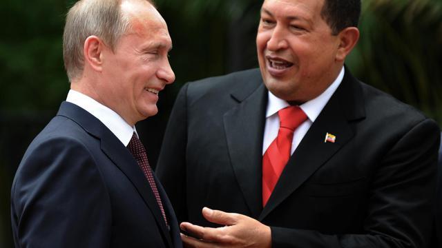 Vladimir Poutine, alors Premier ministre russe, et le président vénézuélien Hugo Chavez à Caracas, le 2 avril 201 [Juan Barreto / AFP/Archives]
