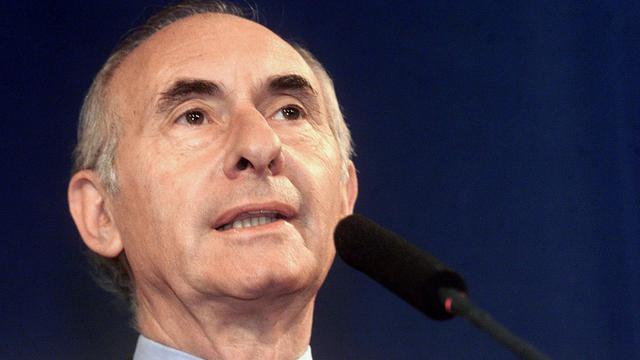 Le procès de l'ancien président argentin Fernando De La Rua (1999-2001) pour une affaire de pots-de-vin versés à des membres du Sénat va débuter mardi avec l'audition prévue de quelque 400 témoins dont la présidente Cristina Kirchner, sénatrice à l'époque des faits.[AFP]