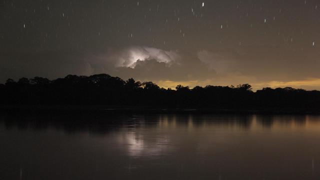 Un orage au-dessus du parc national Yasuni en Equateur, le 17 juin 2012 [Pablo Cozzaglio / AFP/Archives]