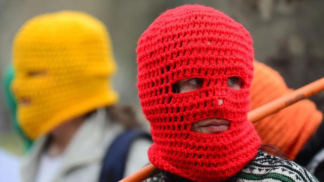 Des partisans du groupe Pussy Riot manifestent le 4 septembre 2012 devant l'ambassade de Russie à Santiago au Chili [Martin Bernetti / AFP/Archives]
