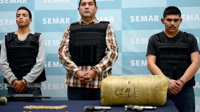 Ivan Velazquez Caballero (C) présenté à la presse le 27 septembre 2012 à Mexico [Alfredo Estrella / AFP]