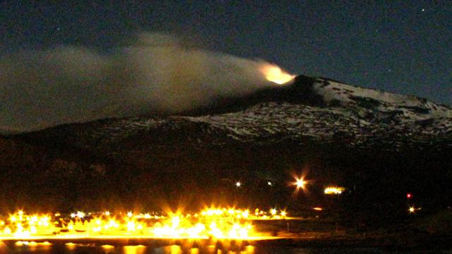 Le volcan Copahue crache des cendres, le 24 décembre 2012 [Antonio Huglich / AFP/Archives]