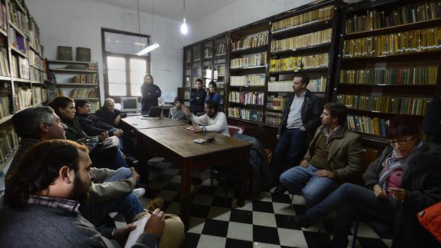 Des représentants de différents partis politiques se retrouvent le 20 mai 2013 dans la ville de Mercedes pour discuter du devenir de la sépulture de Videla [Daniel Garcia / AFP]