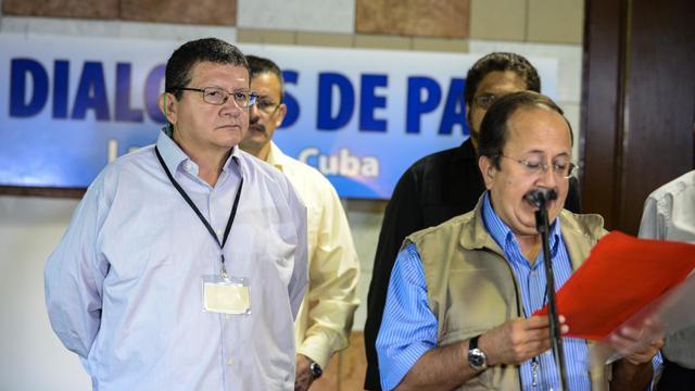 Les commandants des Farc, Andres Paris (d) et Pablo Catatumbo, le 22 mai 2013 à La Havane [Adalberto Roque / AFP/archives]