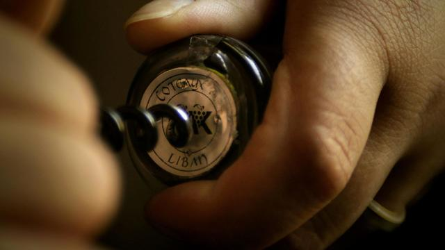 Une bouteille de vin avec un bouchon de liège [Joseph Eid / AFP/Archives]