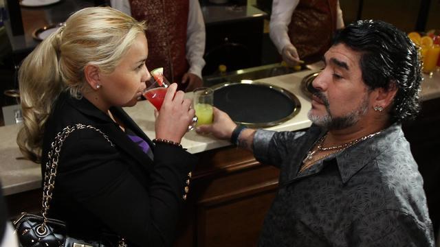 Diego Maradona et sa compagne Veronica Ojeda, le 11 septembre 2011 à Dubaï. [Karim Sahib / AFP/Archives]