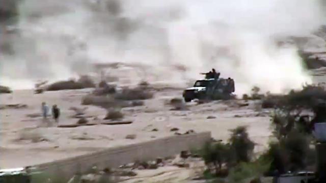 Un véhicule équipé d'une mitrailleuse roule à Loder, dans le sud du Yémen lors d'affrontements entre l'armée et al-Qaïda, en mai 2012 [ / AFP/Archives]