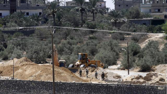"""L'armée égyptienne a déclaré samedi avoir tué 32 """"éléments criminels"""" au cours des opérations d'envergure qu'elle mène depuis un mois dans la péninsule du Sinaï. [AFP]"""