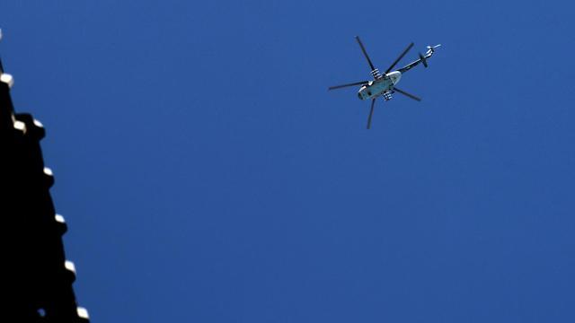 Un hélicoptère de l'armée syrienne vole au-dessus d'Alep, le 24 août 2012 [Aris Messinis / AFP/Archives]