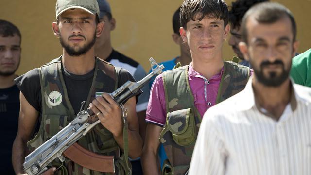 De jeunes volontaires de la brigade Amr Ibn al-Aass à l'entraînement, le 19 septembre 2012 en banlieue d'Azaz [Miguel Medina / AFP]