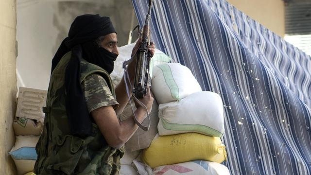 Un combattant rebelle syrien, le 26 septembre 2012 à Alep [Miguel Medina / AFP]