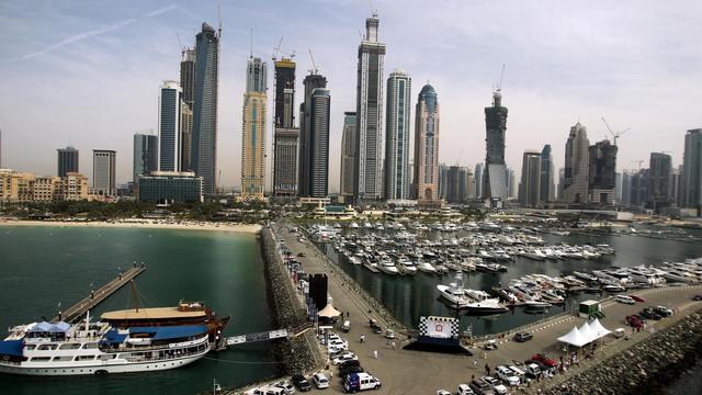 Une vue de la skyline de Dubaï, avec certains en construction, le 6 avril 2010 [Marwan Naamani / AFP/Archives]