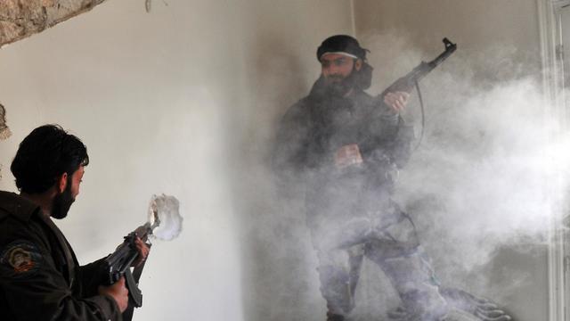 Des rebelles syriens lors d'affrontements avec l'armée à Alep, le 23 mars 2013 [Bulent Kilic / AFP/Archives]