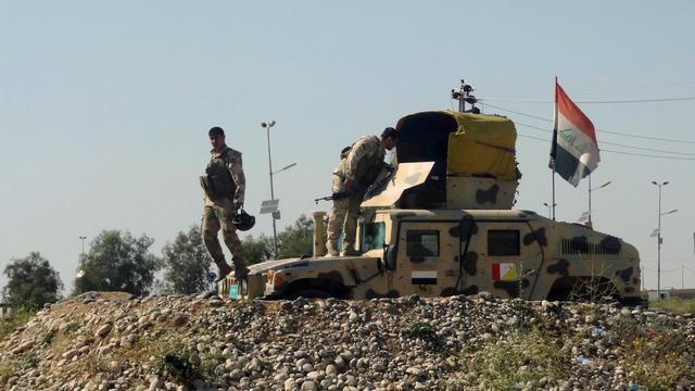 Des soldats irakiens sont positionnés sur leur véhicule blindé, le 27 avril 2013 près de Kirkuk [Marwan Ibrahim / AFP/Archives]