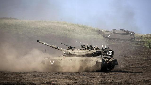 Un tank de l'armée israélienne, le long de la frontière syrienne, le 6 mai 2013 sur le plateau du Golan [Menahem Kahana / AFP/Archives]