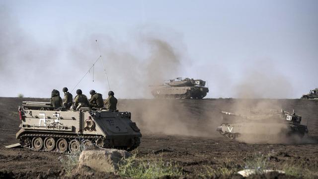 Des véhicules blindés israéliens sur le plateau du Golan, le 6 mai 2013 [Menahem Kahana / AFP/Archives]