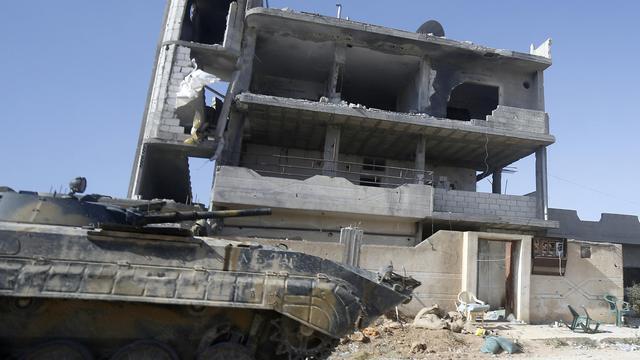 Un tank de l'armée syrienne patrouille le 25 mai 2013 à Qousseir, en Syrie [ / AFP]