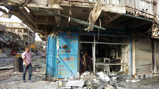 Dégâts après un attentat à la voiture piégée, le 27 mai 2013 à Bagdad [Ali al-Saadi / AFP/Archives]