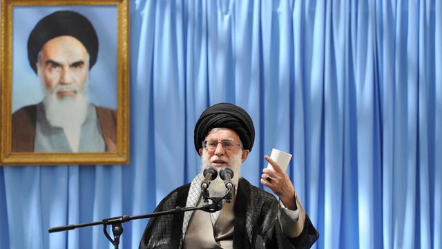 Photo provenant du site du guide suprême iranien Ali Khamenei montrant ce dernier s'exprimant à Téhéran, le 4 juin 2013 [- / Site d'Ali Khamenei/AFP]