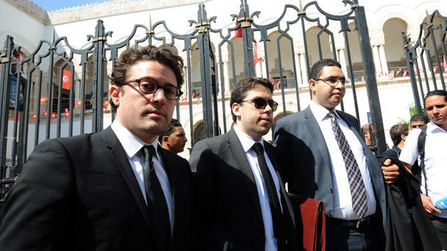 Les avocats des trois Femen qui comparaissent à Tunis arrivent au tribunal, le 5 juin 2013 [Fethi Belaid / AFP]