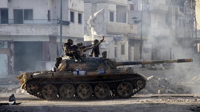 Des soldats syriens dans les rues de Qousseir, le 5 juin 2013 [ / AFP/Archives]
