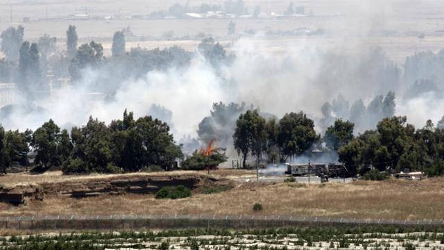 Vue côté israélien de combats, au point de passage de Qouneitra coté syrien, entre les rebelles et l'armée, le 6 juin 2013 [Jalaa Marey / AFP]