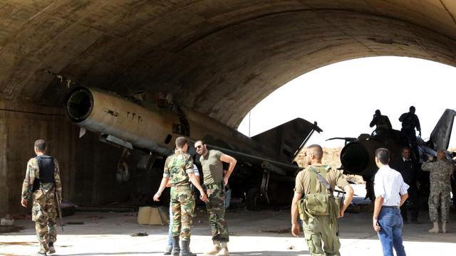 Des soldats syriens dans un aéroport militaire [ / AFP/Archives]