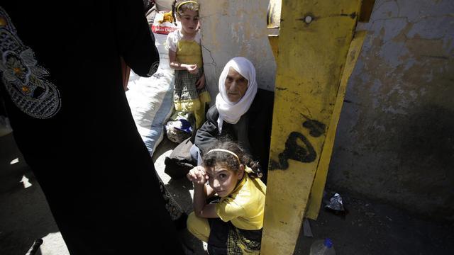 Une famille syrienne réfugiée à Arsaal, au Liban, le 14 juin 2013 [Joseph Eid / AFP]