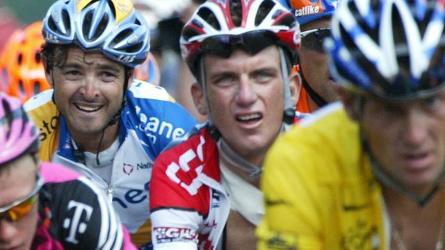 L'ancien coureur cycliste américain Tyler Hamilton, coéquipier de Lance Armstrong, détaille le système de dopage au sein de leur formation, notamment la manière dont ils s'approvisionnaient en EPO lors du Tour de France, dans un livre dont le Times a publié des extraits mercredi.[AFP]