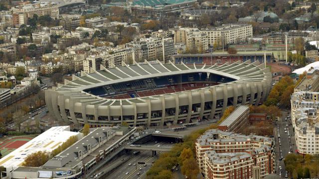 """Demi-finales: le Parc """"sérieusement étudié"""". L'option d'un lieu unique pour les demi-finales du Top 14 (24, 25 ou 26 mai), retenue en 2011 (Marseille) et en 2012 (Toulouse), devrait être reconduite cette saison. [AFP]"""