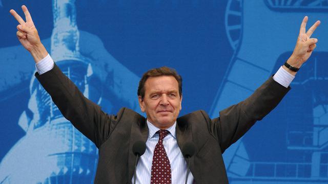 L'ancien chancelier allemand Gerhard Schröder a défendu jeudi dans une interview ses réformes du marché du travail présentées il y a dix ans, affirmant que grâce à elles notamment, le nombre des chômeurs avait reculé de deux millions.[AFP]