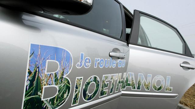Accusée par les ONG d'avoir encouragé sans discernement le recours aux biocarburants, le Commission européenne envisage de réviser ses objectifs en plafonnant l'utilisation des biocarburants qui ont un fort impact sur l'affectation des sols, selon un projet de loi vu par l'AFP. [AFP]