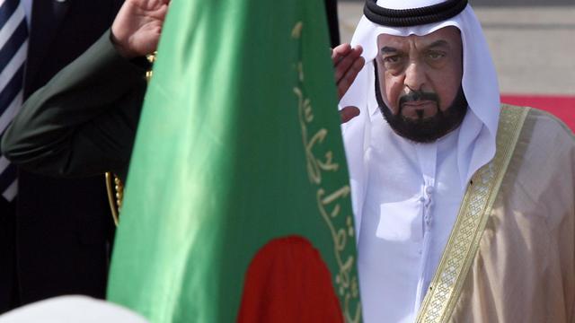 Le président des Emirats arabes unis, cheikh Khalifa ben Zayed Al-Nahyane, en 2007 à Alger [Fayez Nureldine / AFP/Archives]