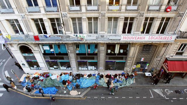 """Vue générale prise le 5 novembre 2007 du """"Ministère de la crise du Logement"""", rue de la Banque à Paris [Joel Saget / AFP/Archives]"""