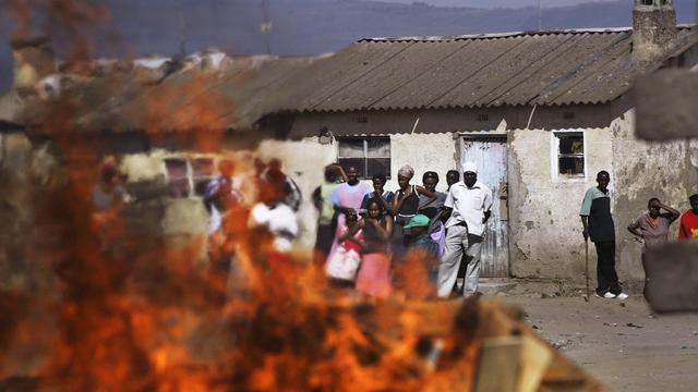 Trois personnes ont été tuées mardi matin dans de nouveaux affrontements à caractère tribal, toujours en cours, dans le district rural de Tana River, dans le sud-est du Kenya, au lendemain de violences similaires ayant fait 38 morts, selon des sources policières. [AFP]