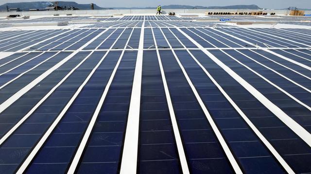 La Commission européenne a lancé jeudi une enquête antidumping contre les fabricants chinois de panneaux solaires, qui risque de faire monter la pression dans le conflit commercial qui oppose des sociétés européennes d'énergie photovoltaïque à leurs rivales chinoises.[AFP]