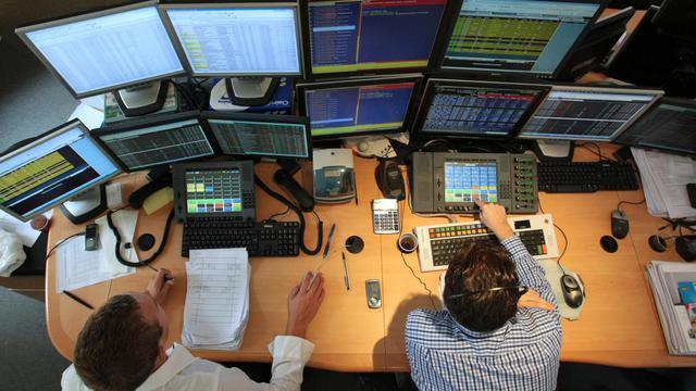 Des traders à Paris [Jacques Demarthon / AFP/Archives]
