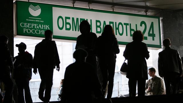 Devant une agence de la Sberbank à Moscou [Alexey Sazonov / AFP/Archives]