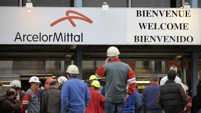 Des travailleurs d'ArcelorMittal à Florange le 9 avril 2009 [Jean-Christophe Verhaegen / AFP/Archives]