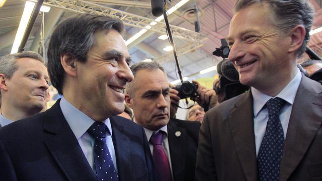 L'ex-Premier ministre François Fillon, candidat à la présidence de l'UMP et l'ex-ministre UMP Hervé Gaymard (d), le 4 mars 2010 à Paris [Jacques Demarthon / AFP/Archives]