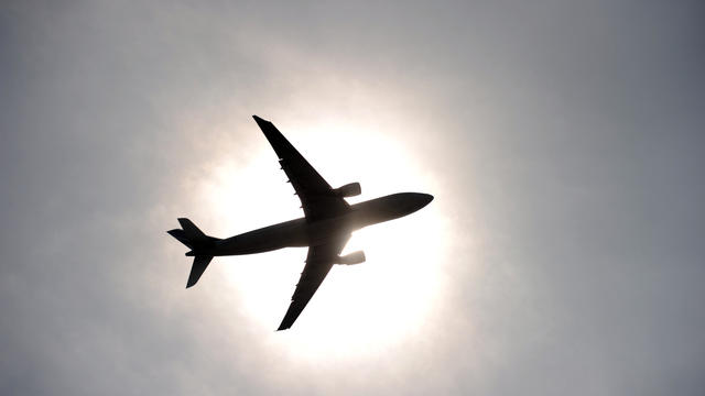 Un avion décolle de l'aéroport de Roissy Charles-de-Gaulle en France, en 2010 [Fred Dufour / AFP/Archives]